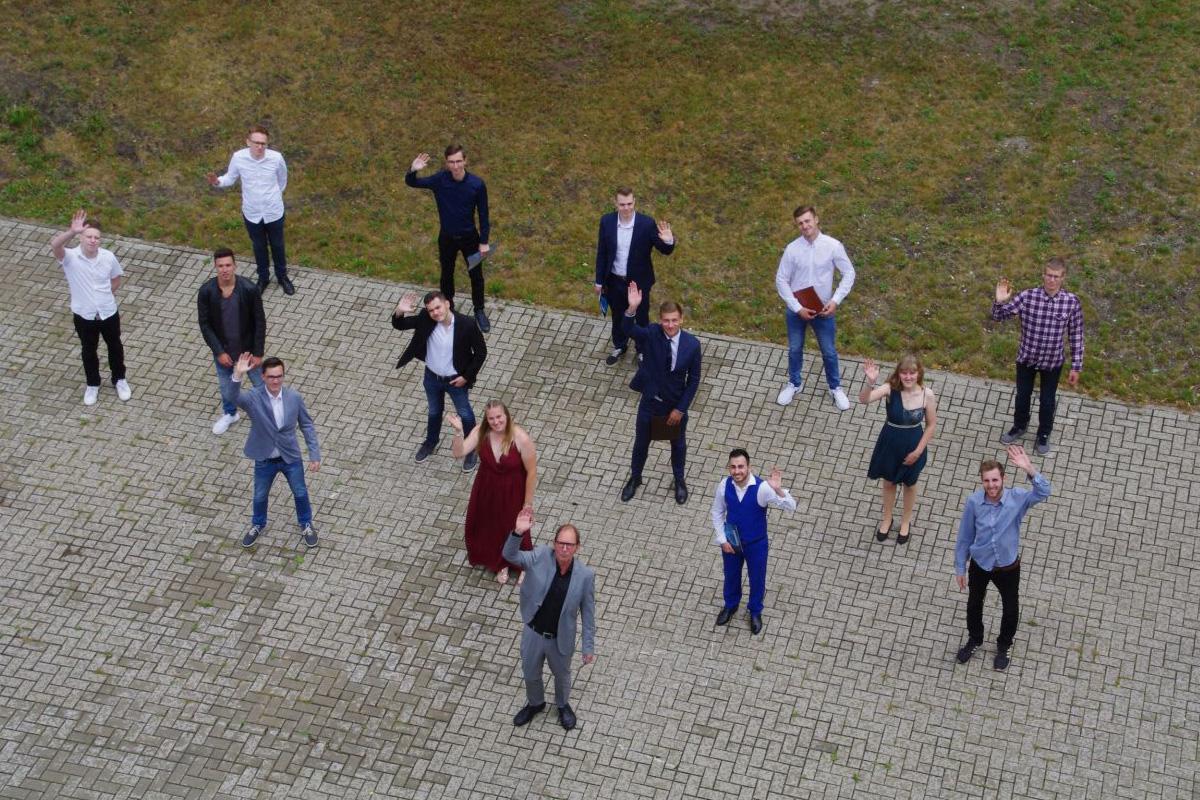 Kontaktfreie Verabschiedung der Fachoberschulen Gestaltung und Technik an der Axel-Bruns-Schule