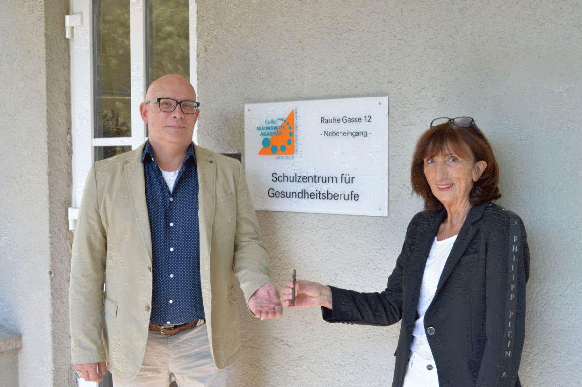 Schulzentrum für Gesundheitsberufe des AKH Celle: Düvel folgt auf Hoefer Klapschuweit als neuer Leiter