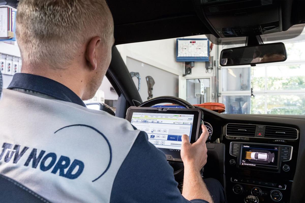 Tablet-TÜV statt Datenblatt – Die Digitalisierung der Fahrzeugprüfung