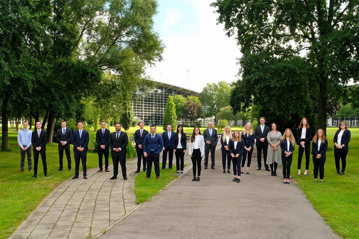 18 junge Menschen starten bei der Hannoverschen Volksbank ihre Ausbildung