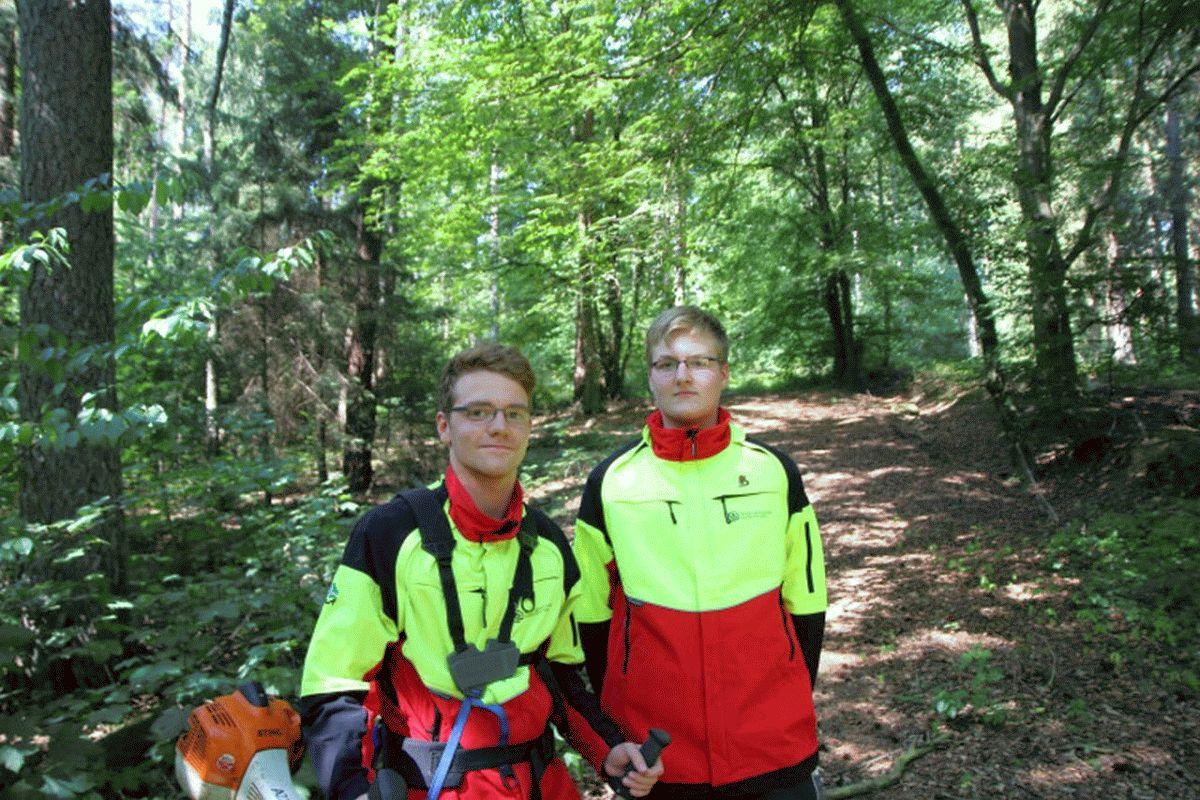 Ausbildungsbeginn im Forstamt Oerrel – zwei neue angehende Forstwirte