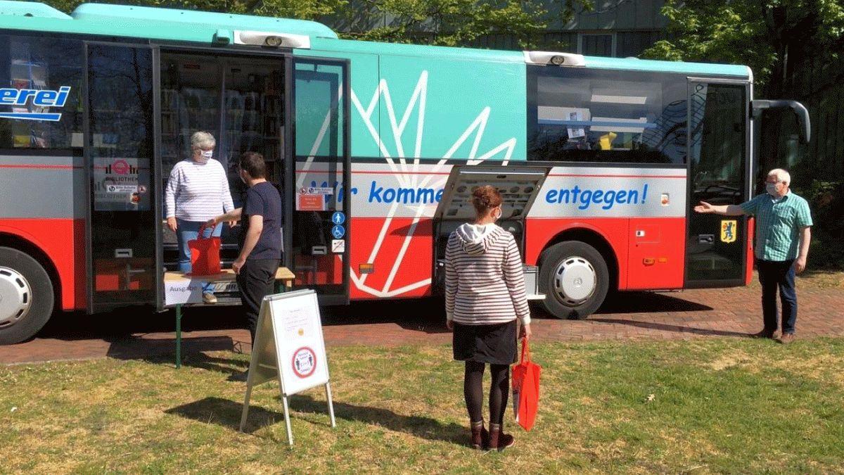 Bücherbus ab 24. August zurück aus der Sommerpause – Betreten in eingeschränktem Maße wieder möglich