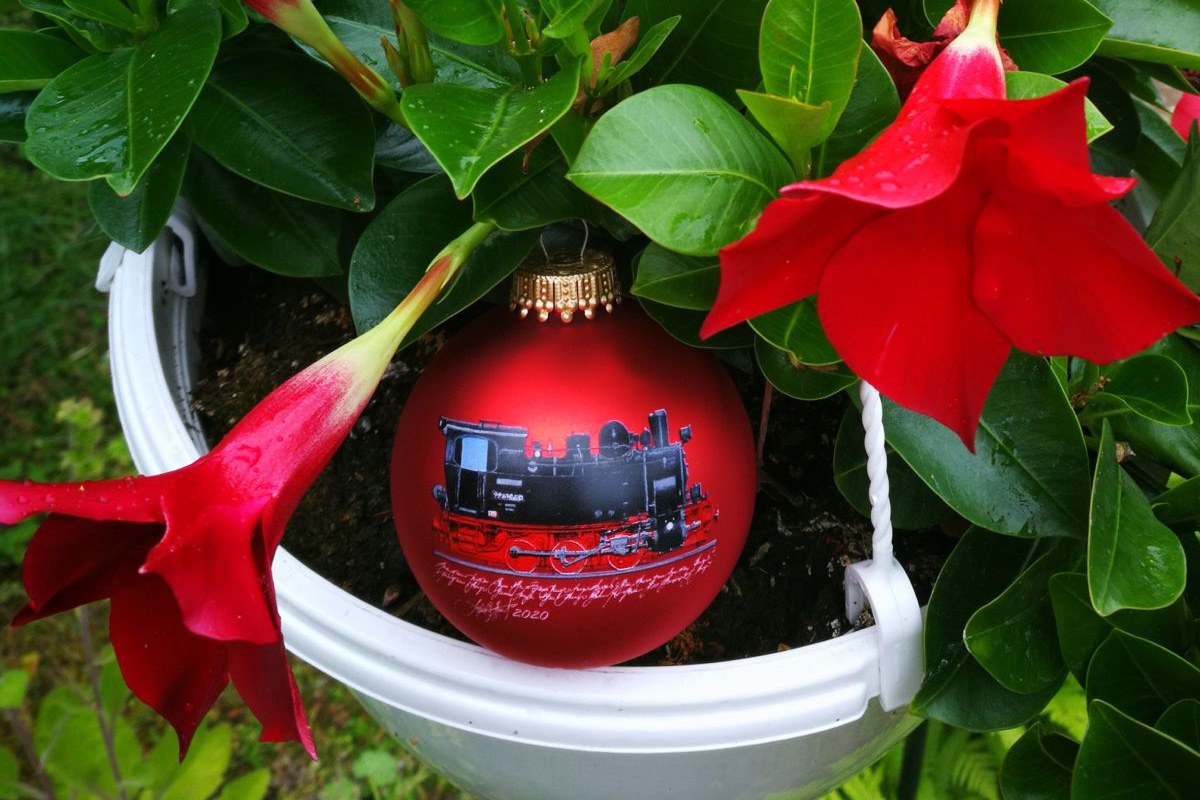 Der Weihnachtszug rollt an! – LC Celle Residenzstadt editiert dritte künstlerische Weihnachtskugel
