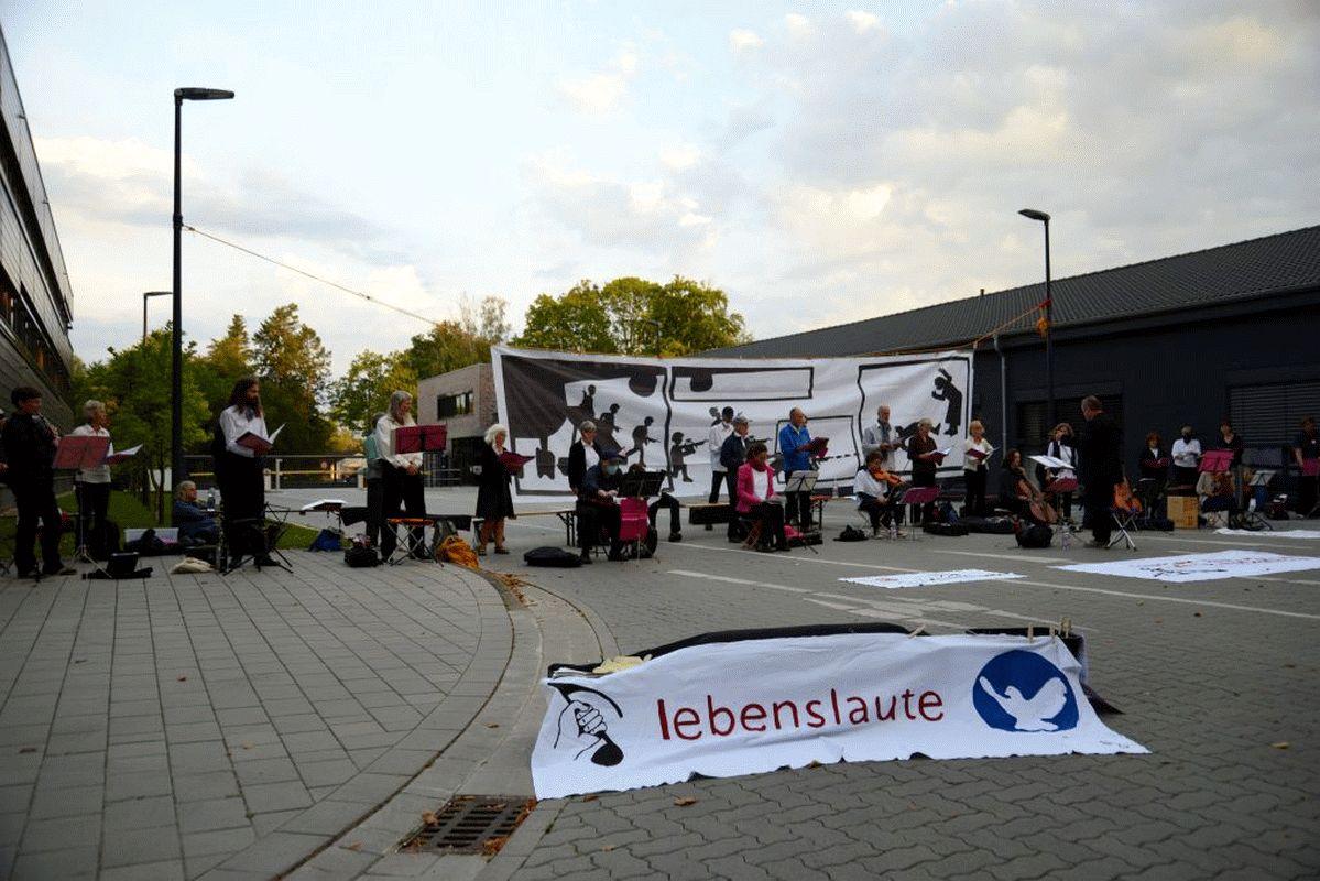 Seit 5:40 Uhr musikalische Blockade der Waffenfabrik Rheinmetall Unterlüß an den vier Hauptzufahrten *** aktualisiert
