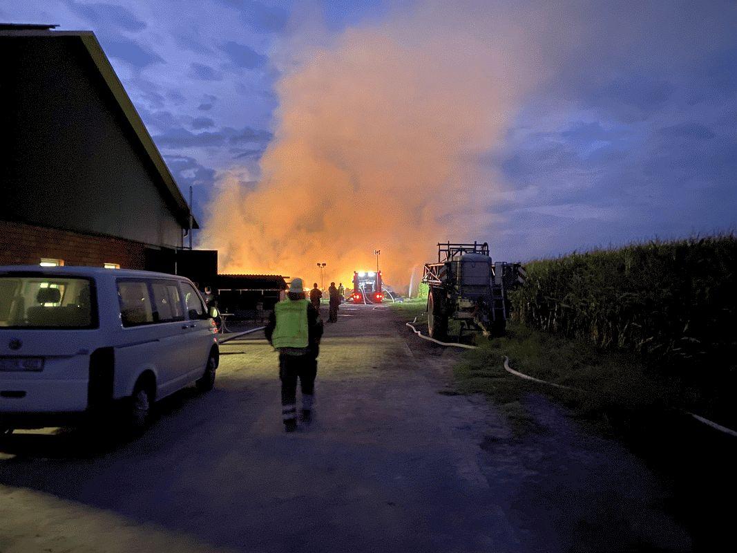 Strohballenbrand in Oppershausen *** aktualisiert