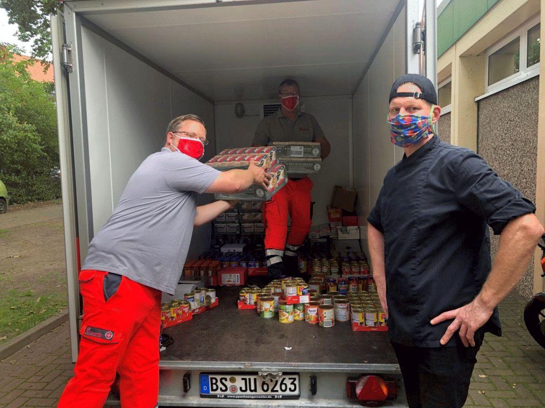 """""""So etwas ist uns noch nie passiert"""" – Nichts wird verschwendet: Celler Johanniter spenden Lebensmittel an Grundschule in Winsen/Aller"""