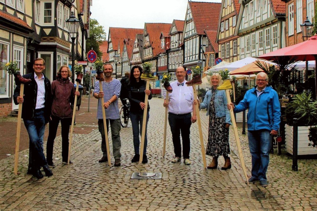 Ein Gemeinschaftswerk: die Verwandlung der Schuhstraße – Eine Gruppe von 7 Hauptakteuren gestaltet die Schuhstraße neu