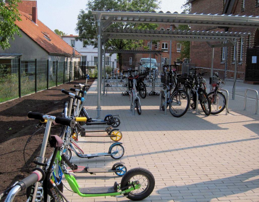 Grundschulen Waldweg und Hehlentor: Neue Abstellanlagen für Räder und Scooter