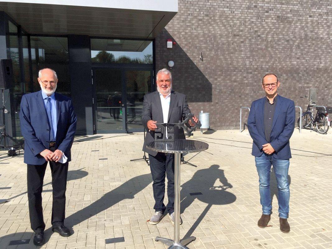 Landrat übergibt Schlüssel für Sporthalle Burgstraße – Neubau nach den modernsten Anforderungen errichtet