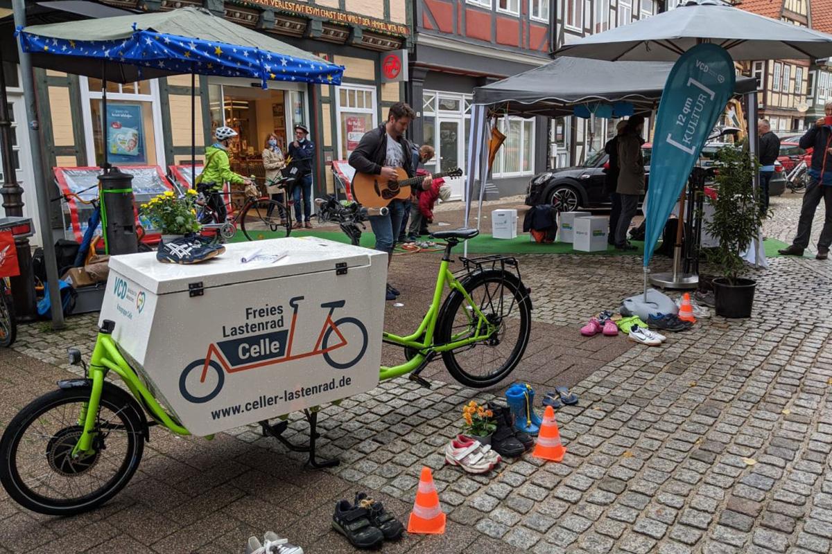 Mehr Platz für lebendige Räume in Celle – Die VCD-Kreisgruppe diskutuerte mit Passanten und Anwohnern ihre Visionen einer lebenswerten Stadt
