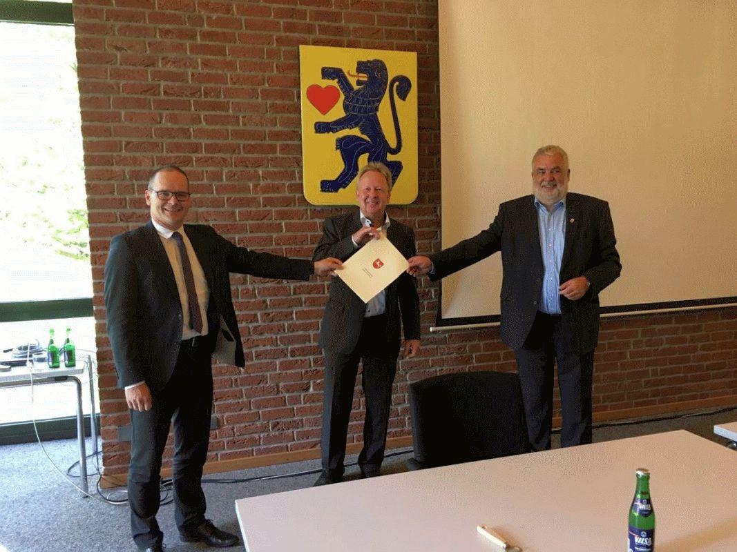 """Minister übergibt Förderbescheid für Oberschule – Wathlingen erhält Mittel aus dem """"Digitalpakt Schule"""""""