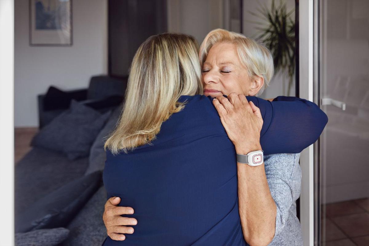 Immer in der Nähe: der Johanniter-Hausnotruf – Die Sicherheitswochen starten wieder – Tipps für Angehörige