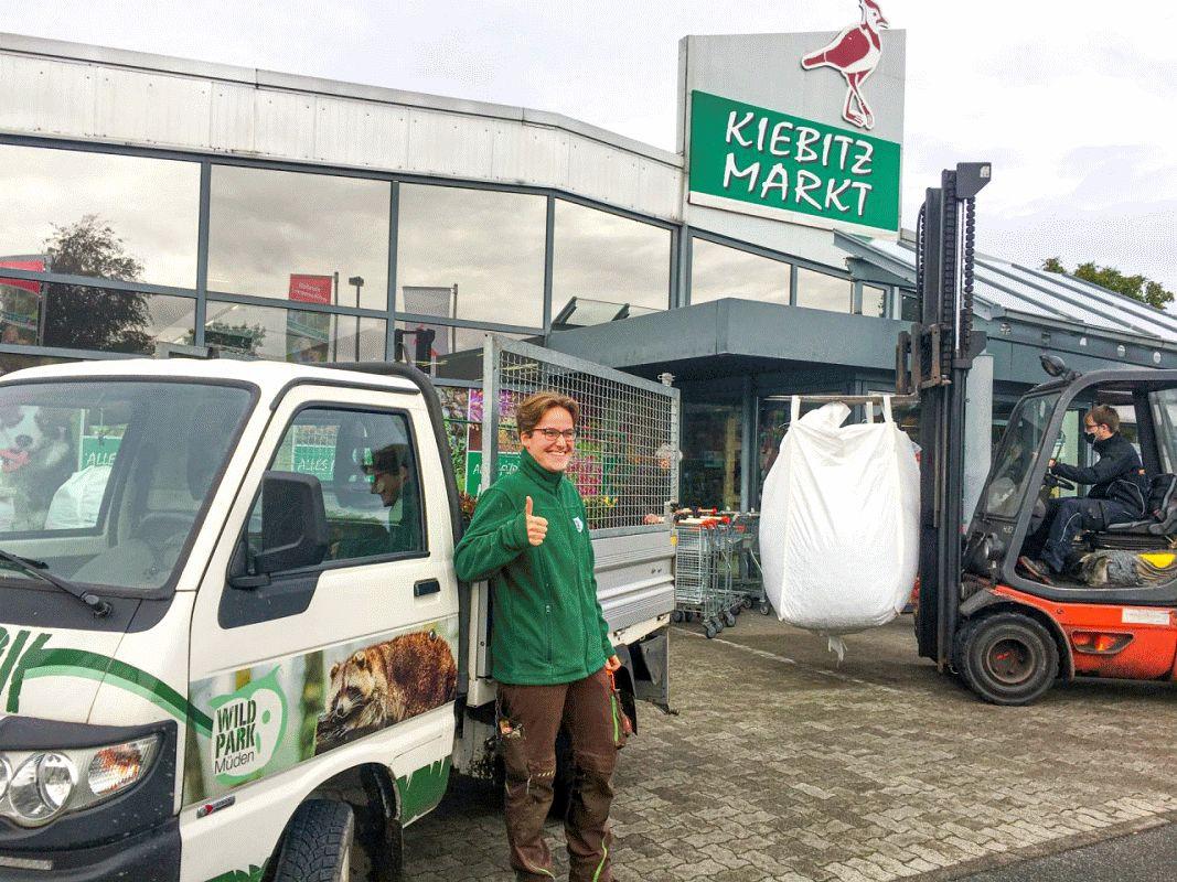 1200 Eimer Eicheln und Kastanien für den Wildpark Müden