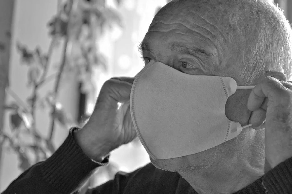 Corona-Schutz für besonders gefährdete Personen – IKK classic startet mit Versand der Berechtigungsscheine für FFP2-Masken