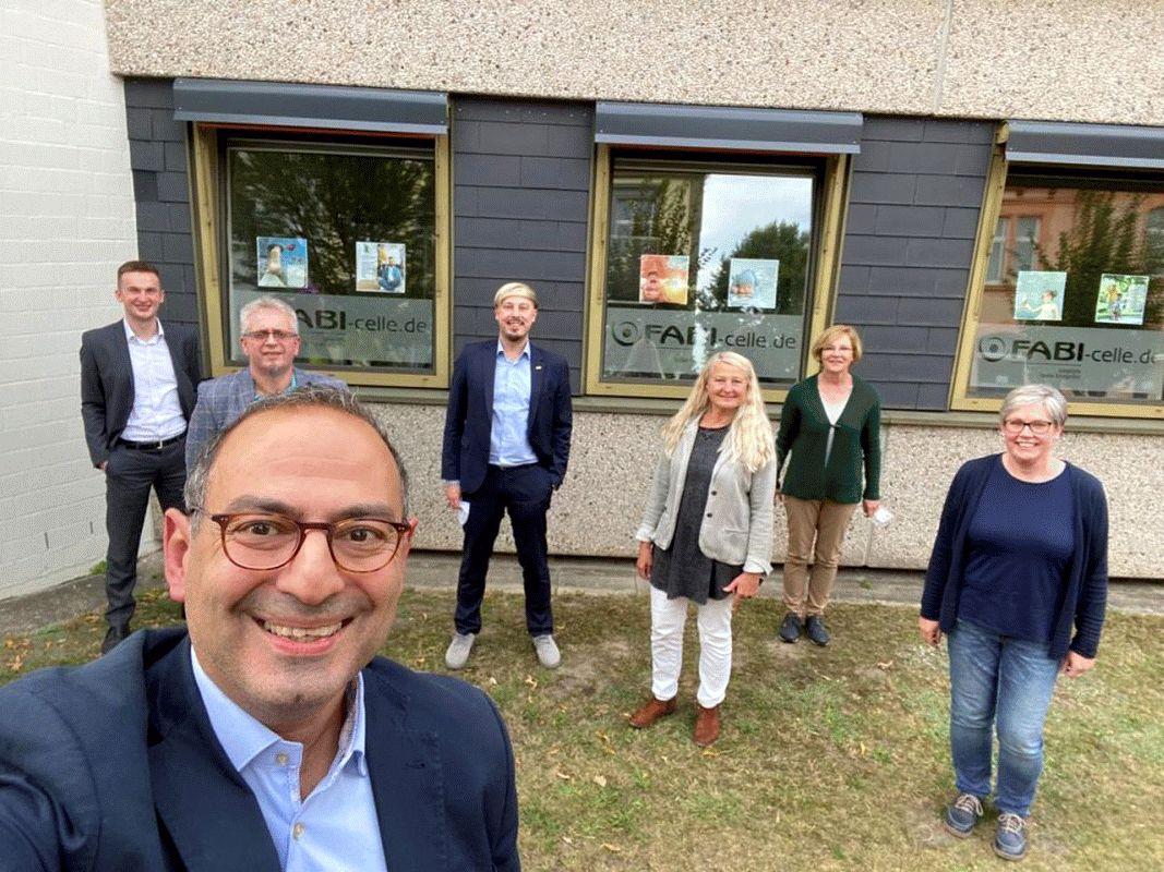 Der FDP-Bundestagsabgeordnete Grigorios Aggedlidis besucht die Familienbildungssstätte
