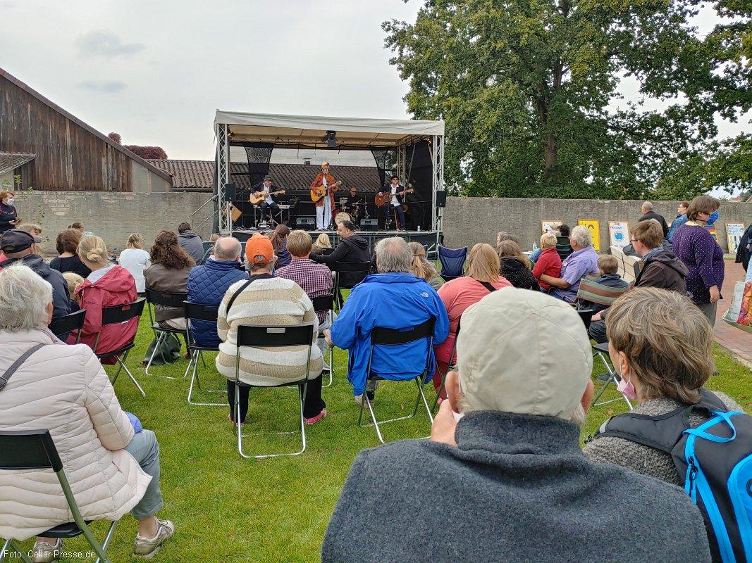 Eschede feiert den Tag der Deutschen Einheit mit Tanz und Musik im Bürgerpark