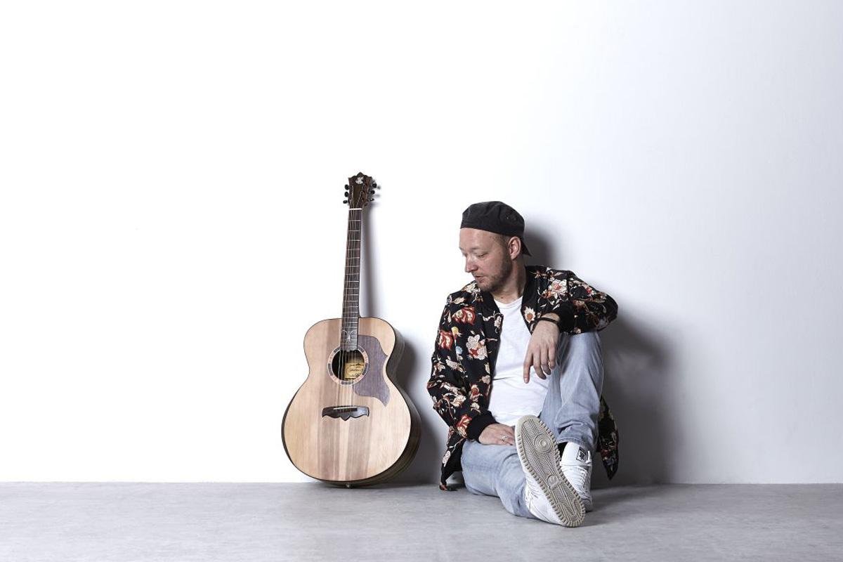 """Falk möchte """"Nie wieder allein"""" sein – In Kunst und Bühne lässt er Menschen an seinem Leben teilhaben"""