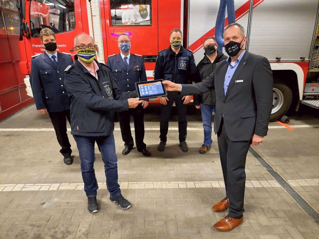 Hambührener Bürgermeister übergibt Einsatztablets
