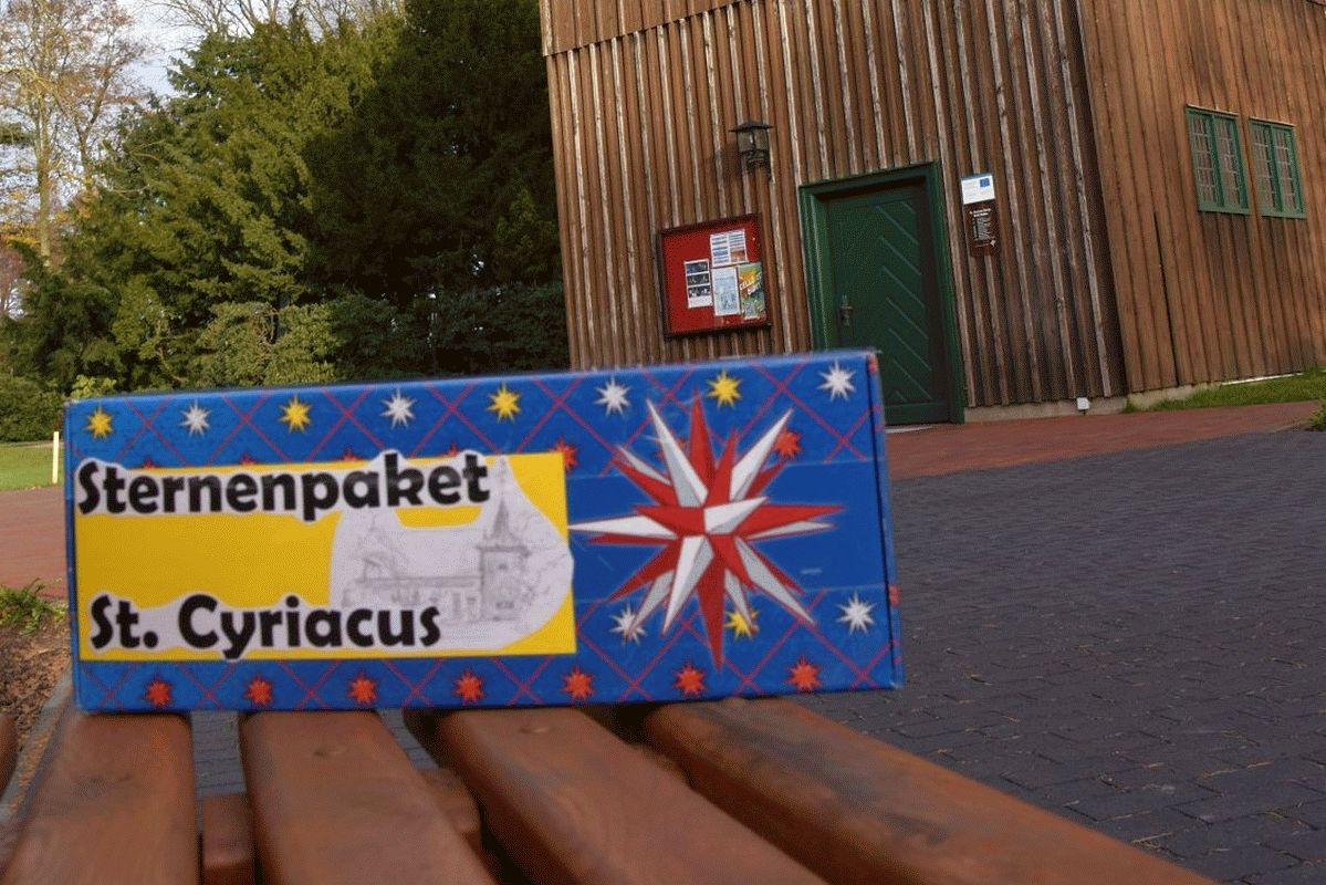 Ein Paket wandert durch die Kirchengemeinde St. Cyriacus