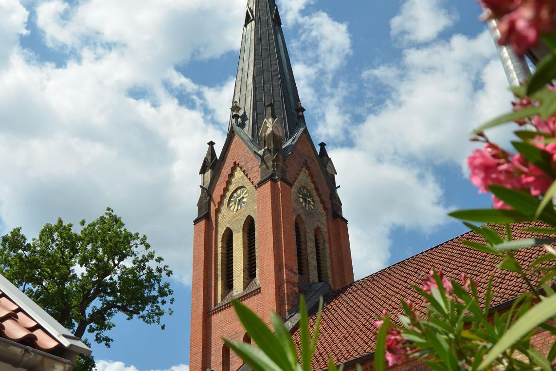 Gottesdienst in der Neuenhäuser Kirche mit Florian Hempel