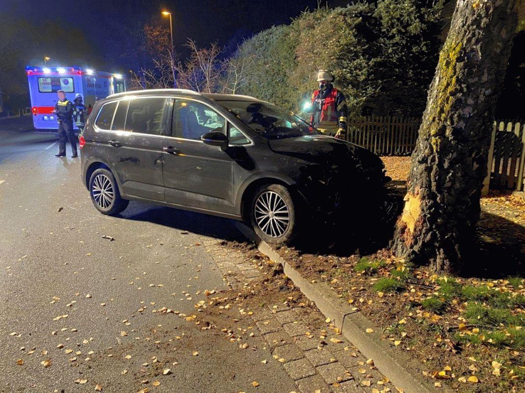 Ortsfeuerwehr Bergen räumt nach Unfall Hermannsburger Straße frei