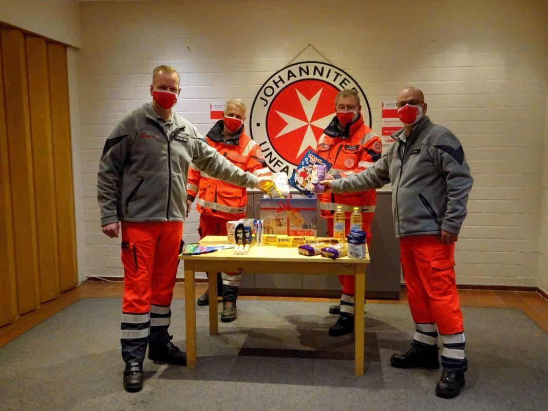 Pakete packen im Namen der Nächstenliebe – Der Johanniter-Weihnachtstrucker rollt wieder: Hilfe für die ärmsten Menschen Europas