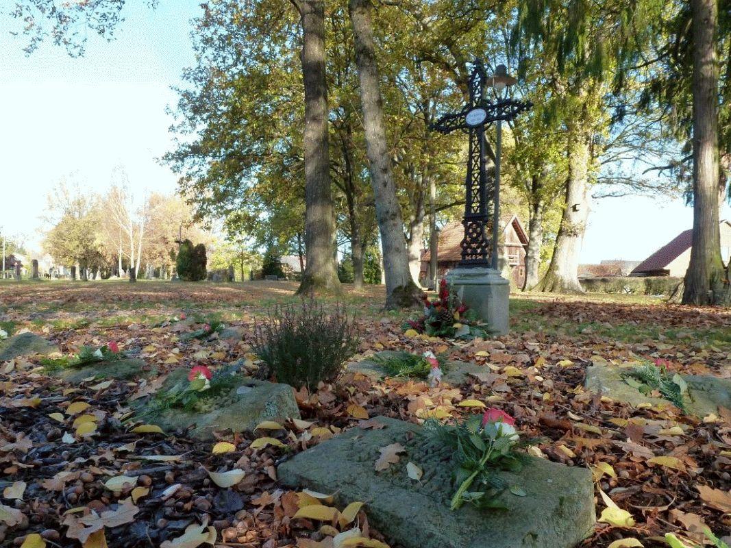 Volkstrauertag auf dem Alten Friedhof in der Gemeinde Faßberg OT Müden/Ö. – Volkstrauertag nicht nur am Ehrenmal auf dem Kirchvorplatz
