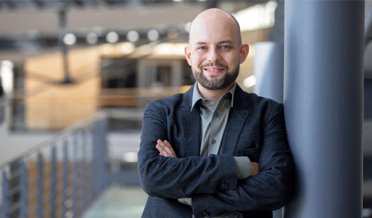 Auswirkungen der Corona-Beschränkungen auf Künstler- und Veranstaltungsagenturen: Carsten Dapper berichtet über intensives Arbeiten mit wenig Lohnausgleich