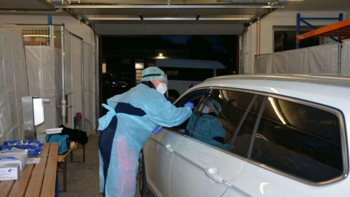 DRK testet per Drive-in im Auftrag des Gesundheitsamtes