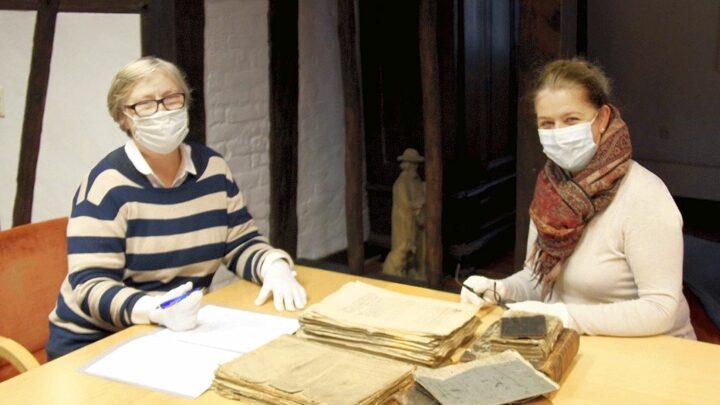 Kostbares Archivgut an Stadt Bergen übergeben
