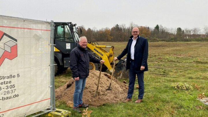 """Spatenstich für neues Baugebiet """"Im Stillen Winkel"""""""