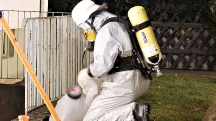 Gefahrguteinsatz – Beißender Geruch in Mehrparteienhaus