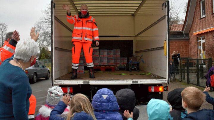 Jedes Paket ein Zeichen der Solidarität – Erfolgreiche Weihnachtsaktion: Weihnachtstrucker-Spenden sind in Zielländern angekommen