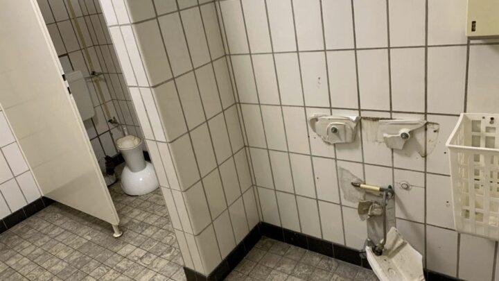 Vandalismus auf öffentlicher Toilette – Zeugen gesucht
