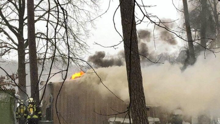 Ortsfeuerwehren Winsen/Aller und Südwinsen bekämpfen Wohnungsbrand in Südohe