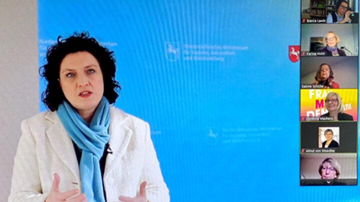 """Sozialministerin Dr. Carola Reimann bei der Abschlussveranstaltung des 6. Landesprojekts """"Frau.Macht.Demokratie"""""""