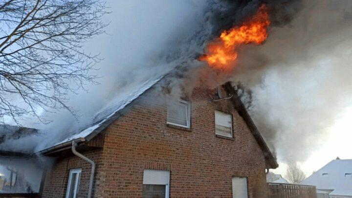 Wohnhaus brennt in Baven