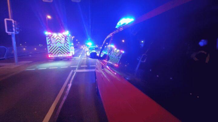 Feuerwehr rettet Person aus der Aller