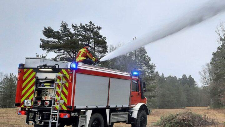 Startschuss für Projekt zur Erprobung von Waldbrandtanklöschfahrzeugen